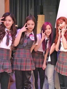 Blackpink on Knowing Brother's Kim Jennie, Jenny Kim, Kpop Girl Groups, Korean Girl Groups, Kpop Girls, Divas, Yg Entertainment, Girl Celebrities, Celebs