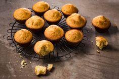 Hmmmmm... muffins! Zelfgemaakt het allerlekkerst natuurlijk, dus aan de slag met dit basisrecept. Muffins, Cupcakes, Favorite Recipes, Breakfast, Om, Desserts, Kitchen, Morning Coffee, Cooking