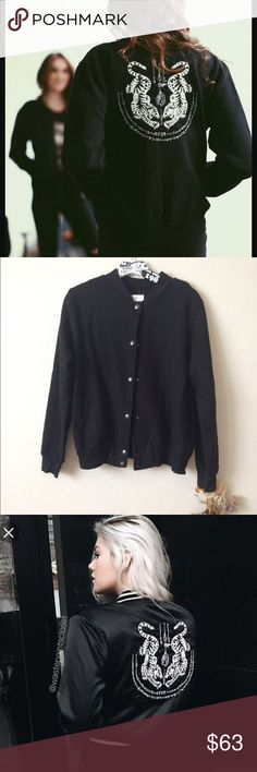 Brandy Melville tiger bomber NWT price is firm. No trades! Cheaper on Ⓜ️ and 🅿️🅿️ Brandy Melville Jackets & Coats