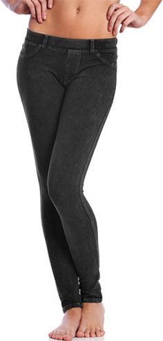 Top Ten Black Yoga Pants - A good pair of black yoga pants are a staple piece in any woman's wardrobe. They're versatile, all-season, and most importantly - super comfortable. I've hand-picked top ten black yoga pants for you choose from. #black #yoga #pants