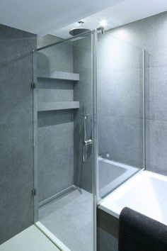 Wanna i prysznic w łazience: projekty z polskich domów - zdjęcie numer 10