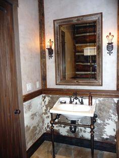 Home Decoration Ideas Vintage Cowhide wallpaper!Home Decoration Ideas Vintage Cowhide wallpaper! Rustic Bathroom Decor, Bathroom Wall, Bathroom Ideas, Cowboy Bathroom, Rustic Decor, Bedroom Decor, Western Style, Western Bathrooms, Small Bathrooms