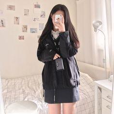 """좋아요 1,360개, 댓글 25개 - Instagram의 19(@huheeh)님: """"역대급 주문량이라는 이번 제이투유 가을 마켓! 진짜 다 너무 예뻐요 ㅠㅠ 플립 원피스 엄청 도톰한게 핏도 엄청나게 예뻐요! 주머니도 있다눈 👀 마켓 끝나기 전에 다들 꼭…"""" Cute Korean Fashion, Korean Fashion Trends, Korea Fashion, Dope Outfits, Girly Outfits, Pretty Outfits, Fashion Outfits, Aesthetic Fashion, Aesthetic Clothes"""