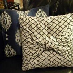 Sabia que você pode fazer uma capinha para sua almofada sem precisar de nenhuma costura ou cola espe
