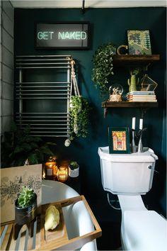 dark-maximalist-hague-blue-bathroom-room-eclectic-cosy-vintage-lily-sawyer-photo - Home Professional Decoration Hague Blue Bathroom, Coral Bathroom Decor, Dark Blue Bathrooms, Eclectic Bathroom, Boho Bathroom, Bathroom Colors, Bathroom Interior, Bathroom Ideas, Bathroom Accesories