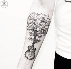 Artist Spotlight: Diana's Magical Nature Tattoos Guitar tree blackwork tattoo. Diana Severinenko's nature tattoos capture the beauty and essence of flowers, animals and nature scenes in a unique blend of tattooing styles. Arm Tattoo, Guitar Tattoo, Sleeve Tattoos, Tattoo Flash, Tattoo Ink, Tattoos Musik, Music Tattoos, Tatoos, Red Tattoos