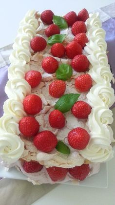 Blogissa makeaa ja suolaista leivontaa, kakkuja ja kakun koristeita