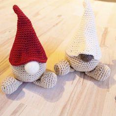 Glædelig december her fra :D disse to små nisser var en gave til min mor som er helt tosset med julepynt o...