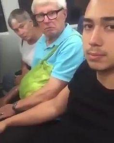 Descrição: Veja a reação das pessoas quando percebem que um japonês estranho está com a mão na sua perna! kkkkkkk O que você faria se fosse com você? HAHAHA