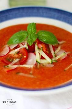 Die Pappa al pomodoro ist ein typisch italienischer Suppenklassiker verfeinert mit aromatischen Vulkantomaten aus der Region Kampanien. Thai Red Curry, Ethnic Recipes, Food, Fresh, Recipies, Essen, Meals, Yemek, Eten