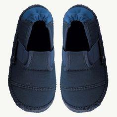 c658fe9b676c Nanga Kinder Hausschuh für leichtes und einfaches Anziehen in Blau.