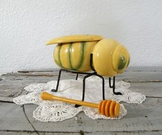 I own one of these darling vintage bee honey jars!
