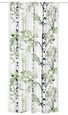 <p>Luontopolku-valmisverhon kuosi on Riina Kuikan suunnittelema. Lähempää ja kauempaa kuvatut koivun rungot muodostavat kuosiin syvyyttä kantaen syvyysvaikutelman mukanaan tilaankin. Raikas ja rauhallinen Luontopolku-valmisverho sovelt