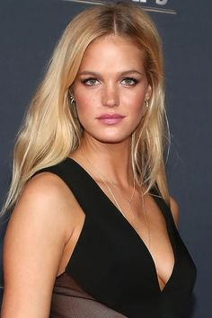 Who: Erin Heatherton What: A Bronze Glow How-To: The model looked fresh off a beach vacation on the NFL Honors red carpet over the weekend. Blend non-shimmery pink blush with bronzer across your cheekbones, hairline and jawline, then dab highlighter on the high points. Finish with a touch of shimmery liner along the lower lashes and creamy pink lipstick. Editor's Pick: NARS Blush/Bronzer Duo in Orgasm/Laguna, $42, sephora.com   - HarpersBAZAAR.com