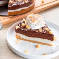 Mom's Chocolate Haupia Pie This is a classic Hawaii favorite originated by Ted's Bakery on the north shore. I've made a few adjustments thro. Hawaiian Desserts, Hawaiian Dishes, Asian Desserts, Just Desserts, Delicious Desserts, Yummy Food, Hawaiian Recipes, Hawaiian Pie, Hawaiian Cakes