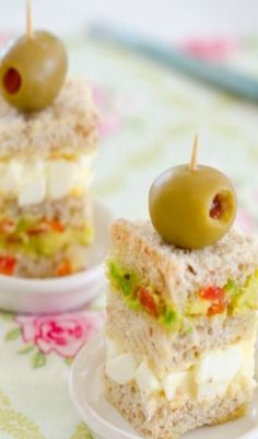 Recipe (Triple-Layered Avocado Tea Sandwich) Have little treats lined up for throughout the day, only your favorites!Have little treats lined up for throughout the day, only your favorites! Tea Party Sandwiches, Finger Sandwiches, Buffet, Little Lunch, Afternoon Tea Parties, Tea Cakes, Cupcake Cakes, Tea Recipes, Picnic Recipes
