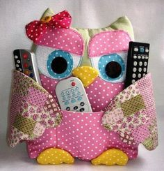 DIY Cute Fabric Owl Pillow with Free Pattern: Sew Owl Pillow Pattern, Owl Cushion, Remoter Owl Snuggle, Owl craft ideas for Home Decor Owl Fabric, Fabric Crafts, Sewing Crafts, Owl Crafts, Cute Crafts, Owl Patterns, Sewing Patterns, Sewing Tutorials, Sewing Hacks