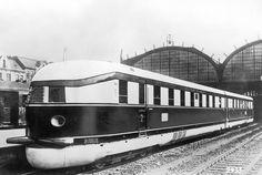 1933 Fliegender Hamburger 160 kmh Reisegeschwindigkeit. Berlin -  Hamburg.Eine Probefahrt am 19. Dezember 1932 zwischen dem Lehrter Bahnhof und dem Hamburger Hauptbahnhof legte der Schnelltriebwagen mit einem Geschwindigkeitsrekord zurück. In 142 Minuten hatte der Zug die Strecke von 286 km bewältigt.