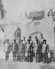 Intelligence office in Ottoman Medina, 1910s.  Medine'de istihbarat odası. مكتب المخابرات في المدينة المنورة في العهد العثماني، ١٩١٠