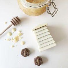Belgian Chocolate, Chocolate Box, How To Make Chocolate, Delicious Chocolate, White Chocolate, Secret Santa Presents, Bee Boxes, Whole Milk Powder, Powdered Milk
