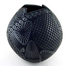 Black on black olla by Jaime Quezada (Mata Ortiz pottery). Glass Ceramic, Ceramic Clay, Pottery Vase, Ceramic Pottery, Pueblo Pottery, Native American Pottery, Pottery Designs, Ceramic Artists, Handmade Pottery