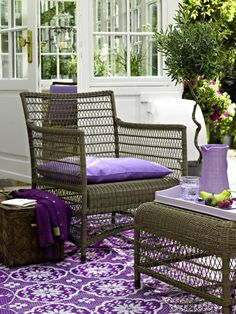 Backyard Crush : Purple Hues For The Summer Pergola Swing, Deck With Pergola, Outdoor Chairs, Outdoor Furniture Sets, Outdoor Decor, Outdoor Spaces, Pantone, Conservatory Interiors, Purple Furniture