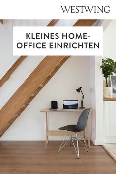Von zuhause aus arbeiten hat viele Vorteile: Wir können unseren Tagesablauf selbst bestimmen, haben viel Freiraum für Kreativität und müssen keine langen Wege zum Arbeitsplatz auf uns nehmen. Und das Beste für alle Interior-Fans: Wir dürfen unser Office ganz nach unserem eigenen Geschmack einrichten! Wir sind ja bekanntermaßen am produktivsten, wenn wir uns wohl fühlen und uns konzentrieren können./Westwing Home Office Büro Zuhause arbeiten modern Arbeitsplatz Schreibtisch Idee Inspiration 2021 Office Images, Office Pictures, Wooden Rack, Wooden Tops, Wooden Tables, Modern, Shelves, Chair, Ideas