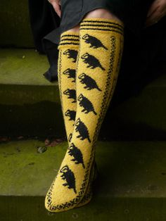 honeyintea:  I think It's safe to say if I knew how to knit socks and could buy this pattern I would.