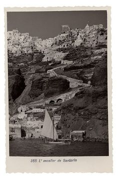 Santorini Island, Old Postcards, Old Photos, Mount Rushmore, City Photo, Greece, Places To Visit, The Incredibles, Black And White