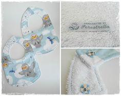 Bib  Fabric 100% cotton, back in white terry cloth.  Close with a metal snap.  Machine wash at 40ºC.  Dim. 21x35 cm