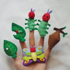 The very hungry caterpillar inspired finger puppets - Healthy Food Art Felt Puppets, Felt Finger Puppets, Hand Puppets, Caterpillar Book, Very Hungry Caterpillar, Chenille Affamée, Butterfly Life Cycle, Finger Plays, Felt Toys
