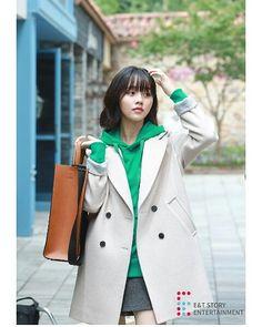 Kim so hyun Korean Fashion, Women's Fashion, Kim Sohyun, Boys Over Flowers, Korean Style, Raincoat, Soup, Jackets, Feminine Style