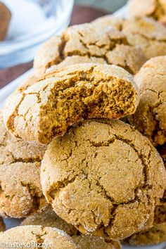 That's why you need these soft gingerbread molasses cookies on your Christmas baking list! They're thick with a subtle molasses flavor and will make your house smell just like Christmas morning when you bake them. Soft Cookie Recipe, Cookie Recipes, Dessert Recipes, Cookie Ideas, Easy To Make Cookies, Homemade Cookies, Egg Free Cookies, Cookies Et Biscuits, Cookies Soft