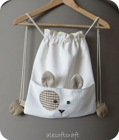 Drawstring bag inspiration for a kitty bag - more photos @ linked page :) Sewing For Kids, Baby Sewing, Sewing Hacks, Sewing Projects, Diy Sac, String Bag, Fabric Bags, Kids Bags, Cute Bags