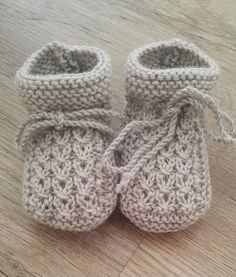 Baby Knitting Patterns Free Knitting Pattern Little Eyes Baby Booties - Cute cable booties designed for newborns but easily. Knit Baby Booties Pattern Free, Knitted Booties, Crochet Baby Booties, Knit Baby Shoes, Baby Knitting Patterns Free Newborn, Knit For Baby, Knitted Baby Socks, Knitting For Kids, Free Knitting