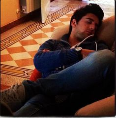 Piero napping while Maria (sister) snaps the pic! Piero Barone ❤ IL VOLO  credit: Maria Barone. Place NO WATERMARK on this photo