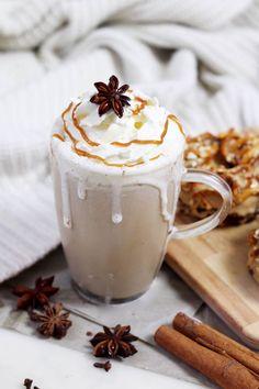 Chai Latte selber machen: Das ultimative Winter Re - Bebidas Para Adelgazar Eggnog Rezept, The Chai, Homemade Spices, Latte Recipe, Tea Latte, Starbucks Drinks, Christmas Drinks, Brunch, How To Make Tea