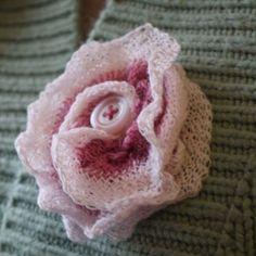 Mainly Light Pink Flower Brooch with pink button Knitting Yarn, Hand Knitting, Knitting Patterns, Light Pink Flowers, Knitted Flowers, Christmas Knitting, Flower Brooch, Knit Crochet, Needlework