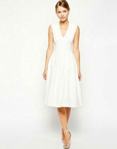 #robe #dress #blanche #white #simple #jambes #legs #mi-long #décolleté #genoux