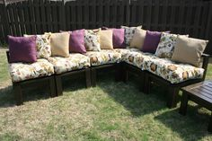 DIY Patio Furniture Cushions Do It Yourself Furniture, Diy Furniture, Outdoor Furniture, Outdoor Decor, Outdoor Seating, Outdoor Paint, Backyard Furniture, Furniture Design, Pallet Seating