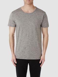 Heritage SELECTED Homme - Regular fit - 95 % Pima-Baumwolle, 5 % Viskose - Rundausschnitt - Melange-Farbeffekt - Sichtbare Nähte - Weiche und leichte Qualität. Das Model ist 189 cm und trägt Größe L.  Pima-Baumwolle gilt als eine der weltweit feinsten Baumwollmischungen. Das T-Shirt ist atmungsaktiv, weich und absolut bequem im Tragekomfort. Der Melange-Farbeffekt verleiht das gewisse Extra. S...