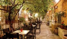The Black Duck Garden in central Athens (Picture courtesy of Athens' City Museum Bistrot 'Black Duck Garden) Restaurant En Plein Air, Outdoor Restaurant, Cafeteria Decor, Athens Guide, Kai, Museum Cafe, City Museum, Restaurants, Athens