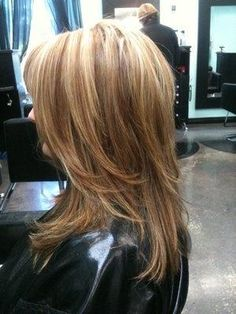 This is much like my last GREAT cut, from Seth Lombardi. I did love this cut.. it was easy to wear and I could fluff it up for volume nicely. But the sandy blonde color would be a new look for me, for sure!