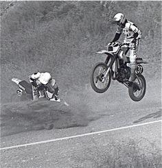 Saddleback National MX - Banzai Hill - Danny Magoo Chandler passing the unfortunate Chappy Blose - 1981 Dirt Bike Racing, Vintage Motocross, Old Images, Memories, Motorbikes, Memoirs, Souvenirs, Remember This