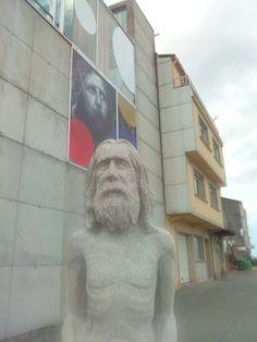 Ca imaxe da estatua de Man colocada diante do Museo, péchase o Proxecto GAC: MAN: Mar, Arte e Natureza.  Agora é o momento de que todos gocedes do traballo feito!!