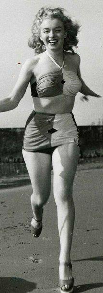 Marilyn was a curvy girl Marylin Monroe, Marilyn Monroe Photos, Marilyn Monroe Outfits, Young Marilyn Monroe, Gentlemen Prefer Blondes, Pin Up, Norma Jeane, Most Beautiful Women, Beautiful Celebrities