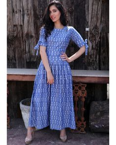 Steel blue knot sleeve dress is part of Kalamkari dresses - A blue dress is a summer essential Wear this steel blue ikat midi with knotty sleeves to look effortlessly chic this summer! Kalamkari Dresses, Ikkat Dresses, Frock Fashion, Indian Fashion Dresses, Paris Fashion, Stylish Dresses, Casual Dresses, Summer Dresses, Blue Dresses