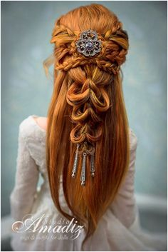 Simple, Chic and Bobbed - 20 Ideas for Bob Braids in Ultra Chic Hairstyles - The Trending Hairstyle Tree Braids Hairstyles, Bobby Pin Hairstyles, Chic Hairstyles, Creative Hairstyles, Headband Hairstyles, Braided Hairstyles, Wedding Hairstyles, Hair Scarf Styles, Long Hair Styles