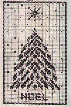 Xstitch monochrom pine tree.