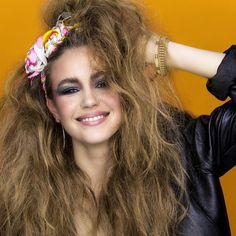Jetzt wird's wild | Style dich wie in den 80er Jahren | greller Lidschatten, kräftiges Rouge und viel Haarspray | #prettyswiss